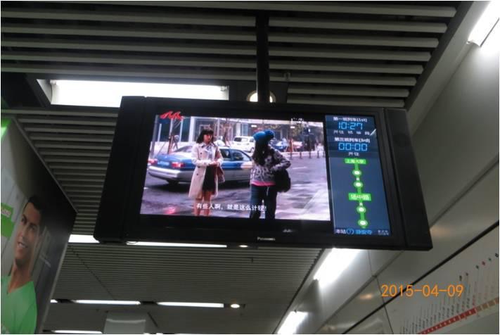 图2 上海地铁、高校广告,学生扫描二维码-1.jpg